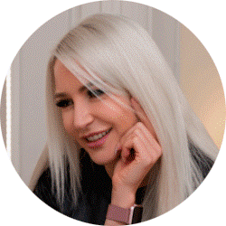 Карина Антонова, владелица сети профессиональных маникюрных студий PR NAIL BAR