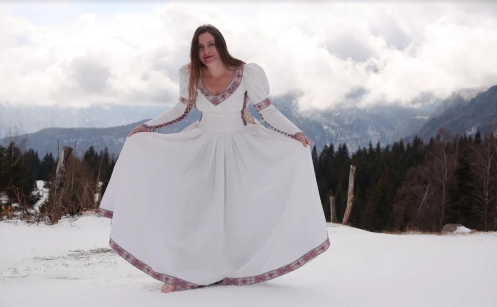 Квестолог Наталья Лапина в образе средневековой дамы